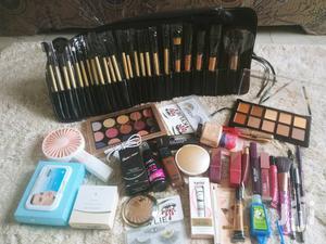 The Golden Makeup Set   Health & Beauty Services for sale in Ashanti, Kumasi Metropolitan